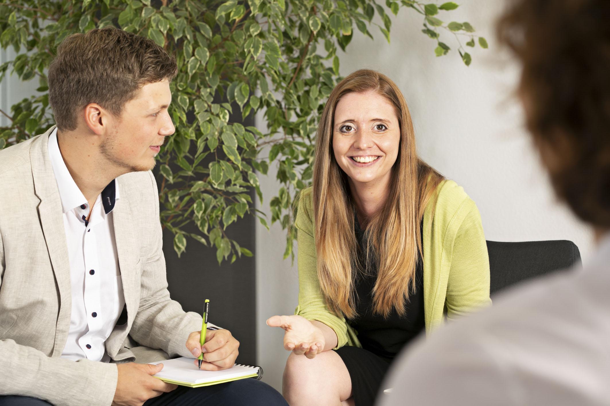 Im Interview: ERFOLG IM VERTRIEB.  Tipps aus der Praxis von unserer Vertriebs-Expertin Jennifer Sattler